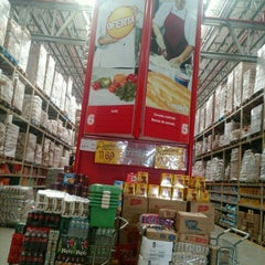 Photo taken at Makro by Mario M. on 11/28/2015