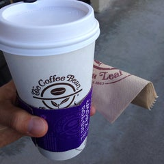Photo taken at The Coffee Bean & Tea Leaf® by R C. on 10/22/2014