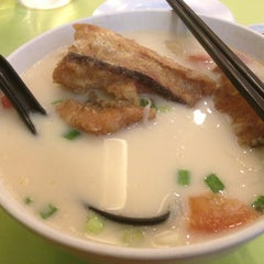 Photo taken at Home Made Fish Head Noodles by Exian Y. on 3/2/2013