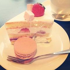Photo taken at Birthday Eve バースデーイヴ 札幌店 by Miwa K. on 5/18/2014