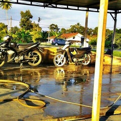 Photo taken at Azeez Car Wash by Syukri B. on 3/3/2013