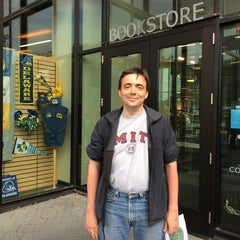 Photo taken at University of Delaware Bookstore #UDel by Diane S. on 6/3/2014