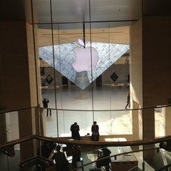Photo taken at Apple Store, Carrousel du Louvre by Laurent R. on 3/7/2013