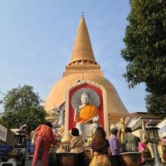 Photo taken at วัดพระปฐมเจดีย์ฯ (Wat Phra Pathom Chedi) by Georges L. on 2/17/2013