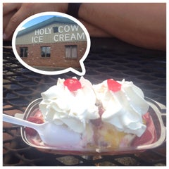 Photo taken at Holy Cow Ice Cream by Dana P. on 8/9/2015