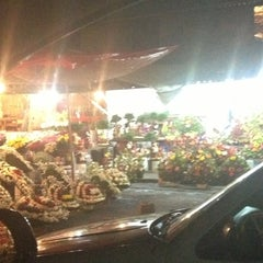 Photo taken at Mercado de Jamaiquita by Ismael C. on 11/27/2012