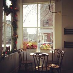 Photo taken at Cafe Pedlar by Paula I. on 12/28/2012