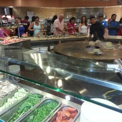 Photo taken at Paradise Buffet by Donald S. on 8/10/2014