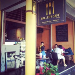 Photo taken at Gallery Cafe by Wichien J. on 2/10/2013