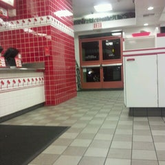 Photo taken at In-N-Out Burger by Marco S. on 5/17/2013