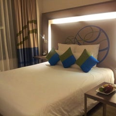 Photo taken at Novotel Bangkok Ploenchit Sukhumvit by Raggae 1. on 9/18/2012