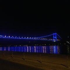 Photo taken at Kuruçeşme Kahvesi by Fırat A. on 5/21/2013
