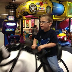 Photo taken at Chuck E. Cheese's by Bobby B. on 5/14/2014