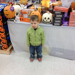 Photo taken at Kroger by Bobby B. on 11/6/2012
