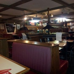 Photo taken at Pizza Hut by Randall D. on 11/19/2012