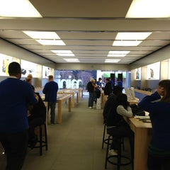 Photo taken at Apple Store, Partridge Creek by Eric V. on 4/8/2013