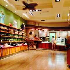 Photo taken at Honolulu Coffee Company by mingoo k. on 12/4/2013
