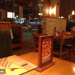 Photo taken at Tony Roma's توني روماس by Aboood M. on 10/13/2013