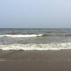 Photo taken at Hải Hoà Beach by Vũ Thu Trang on 5/1/2014