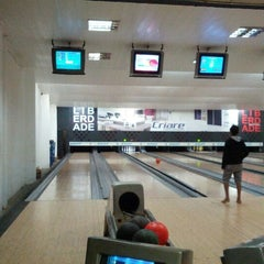 Photo taken at Strike Bowling Park by Lester G. on 9/20/2012
