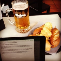 Photo taken at 100 Montaditos by Victoria M. on 1/12/2014