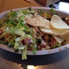 Photo taken at Chipotle Mexican Grill by Dion G. on 5/6/2014