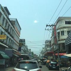 Photo taken at ก๋วยเตี๋ยวข้างวัดนครสวรรค์ by พอดีพอดี ด. on 4/11/2014