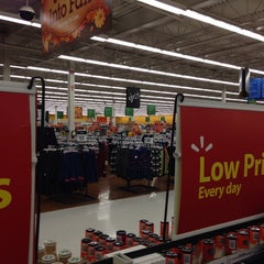 Photo taken at Walmart Supercentre by Tom B. on 10/23/2013