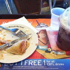 Photo taken at The Coffee Bean & Tea Leaf by Aidil R. on 7/18/2011