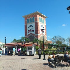Photo taken at Orlando International Premium Outlets by Rafael G. on 11/3/2012