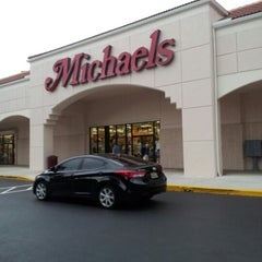 Foto tirada no(a) Michaels por Heartz T. em 12/28/2012