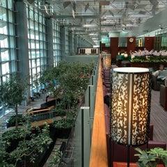 Photo taken at KrisFlyer Gold Lounge (Terminal 3) by similan. d. on 1/7/2013