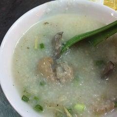 Photo taken at Cháo Thuận Phát by Ming M. on 11/19/2014