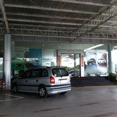 Photo taken at Toyota JD Car กัลปพฤกษ์ by Suwit V. on 8/22/2013