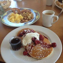 Photo taken at Coco's Bakery Restaurant by Anna O. on 3/19/2013