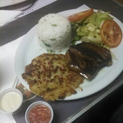 Photo taken at Cumarim Burger Grill by Gil J. on 3/16/2015