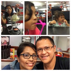 Photo taken at Friendly's by Perze A. on 7/3/2014