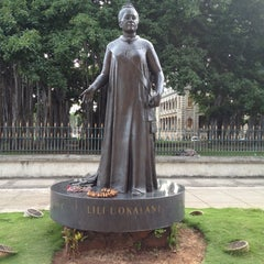 Photo taken at Queen Liliʻuokalani Statue by Harry H. on 10/2/2012
