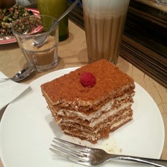 Photo taken at L'ETO Caffe - Fulham by Humaid H. on 6/9/2013