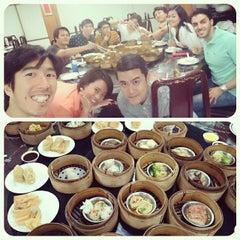 Photo taken at ท่องกี่ ภัตตาคาร (Thong Kee Restaurant) by Shine T. on 1/10/2015