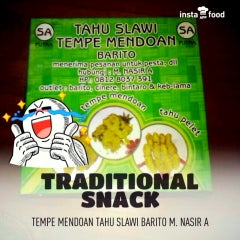 Photo taken at Tempe Mendoan Tahu Slawi Barito M. Nasir A by Aryo Gutomo G. on 5/14/2013