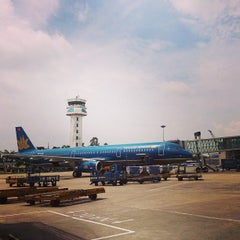 Photo taken at Noi Bai International Airport (HAN) Sân bay Quốc tế Nội Bài by Ba L. on 7/10/2013
