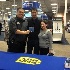 Photo taken at Best Buy by 'Johnson Rualo H. on 12/3/2012