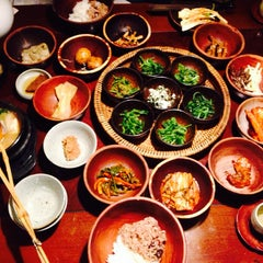 Photo taken at 산촌 (山村, Sanchon Temple Cooking) by Eunhye S. on 5/25/2014