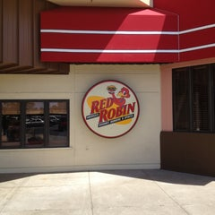Photo taken at Red Robin Gourmet Burgers by Ray K. on 4/13/2013