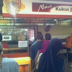 Photo taken at Maza Jungle Food Court by Alkahauky A. on 11/8/2012