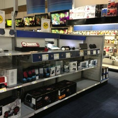 Photo taken at Best Buy by Melissa H. on 7/29/2013