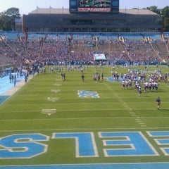 Photo taken at Kenan Memorial Stadium by Matthew H. on 9/22/2012