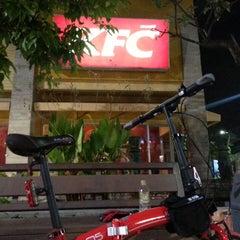 Photo taken at KFC (เคเอฟซี) by Moo-Noi C. on 11/4/2013