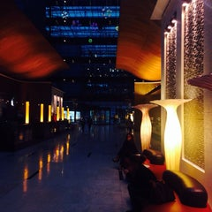 Photo taken at The 5th Lounge & Bar Hilton by Anna Sashina on 4/8/2014